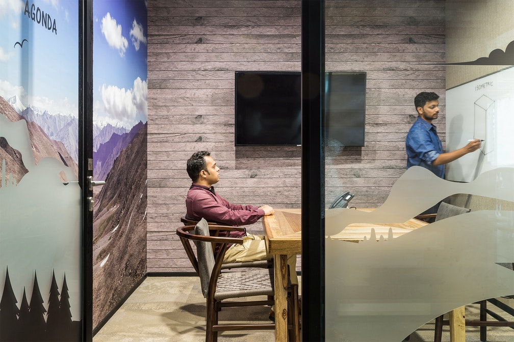 Incorporating local lifestyle into a socially interactive workplace section