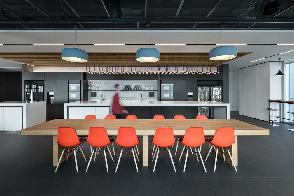 Image: uploads/2020_05/Kai_Hua_Group_Guangzhou-Workplace-Interior-Breakout-01.jpg