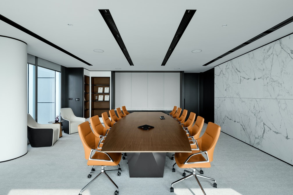 Image: uploads/2020_05/Kai_Hua_Group_Guangzhou-Workplace-Interior-Headquarters-Conference-01.jpg