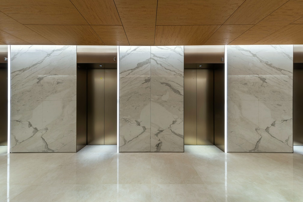 Image: uploads/2020_05/Kai_Hua_Group_Guangzhou-Workplace-Interior-Headquarters-Lift-Lobby-02.jpg