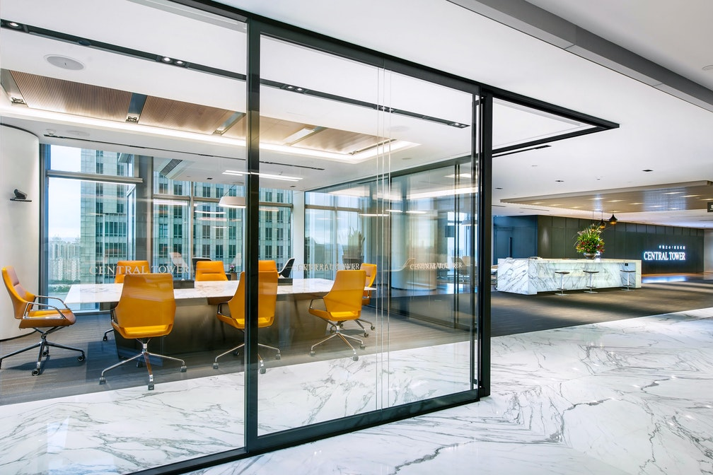 Image: uploads/2020_05/rt-Kai_Hua_Group_Guangzhou-Workplace-Interior-Headquarters-Showsuite-Con_2T1G1HX.jpg