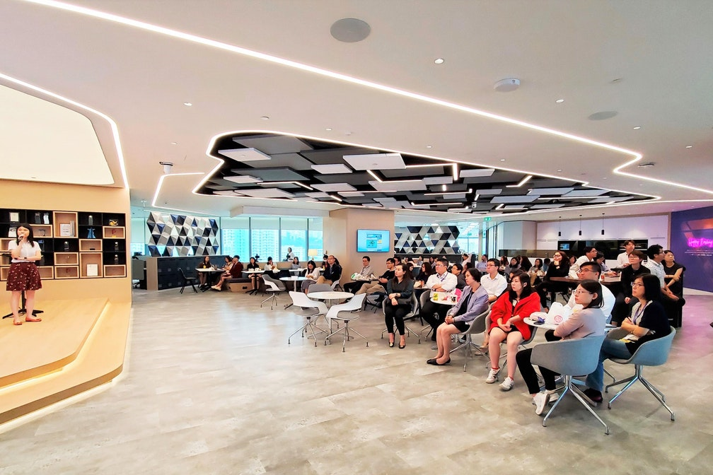 Main public social hub on 20/F (Photo source: Link REIT, LinkedIn)