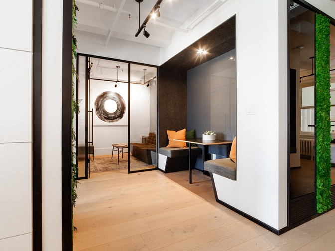 Image: uploads/2020_11/m-moser-vancouver-workplace-interior-booth_-_Copy.jpg