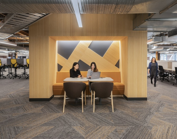 Historically inspired design for a flexible and collaborative workplace section