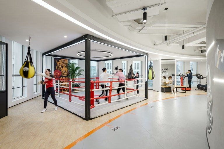 A fully-equipped fitness floor for Lilith Games helps staff relax and regain energy