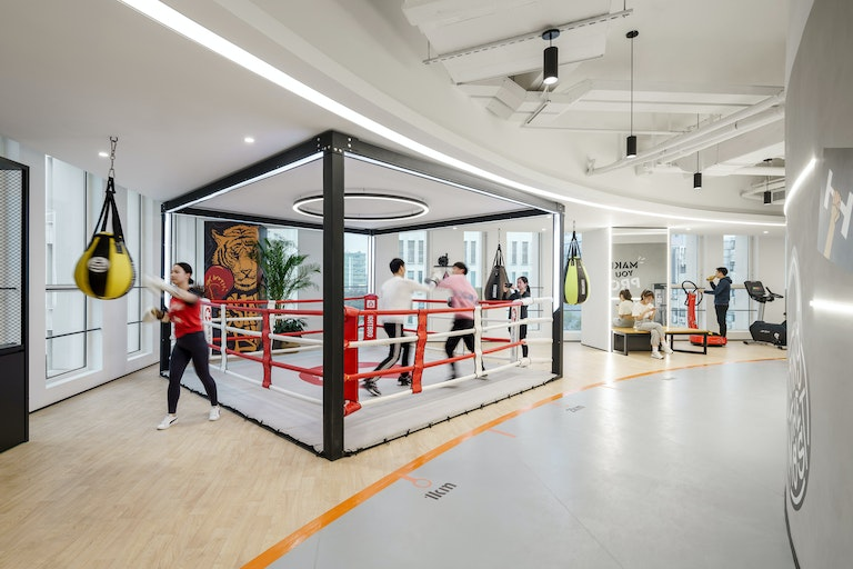 Lilith Games' Shanghai workplace adopts user-centric design principles to create an inspiring, future-driven work environment.